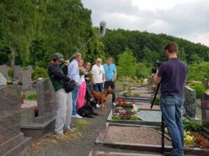 Die Amigos besuchen das Grab der Eltern