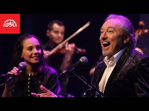 Karel Gott & Charlotte Ella Gottová – Srdce nehasnou (oficiální video) (German/English subtitles)