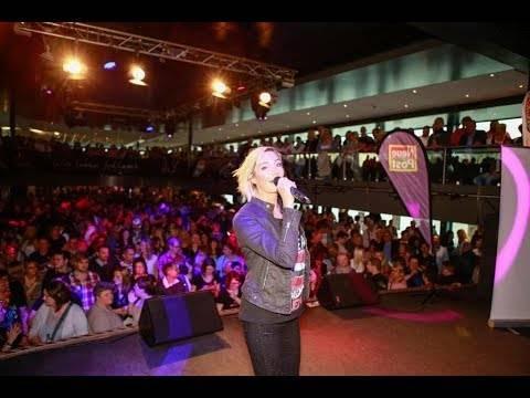 Tanja Lasch live auf dem Schlager.de-Partyboot